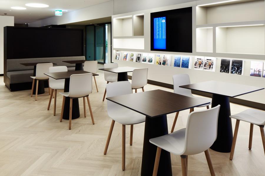 Die Flughafen Lounge Oneworld Am Zürcher Airport Präsentiert Sich