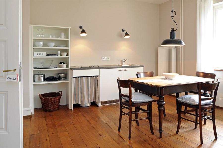 die einrichtung des gasthauses schwanen kombiniert antike. Black Bedroom Furniture Sets. Home Design Ideas