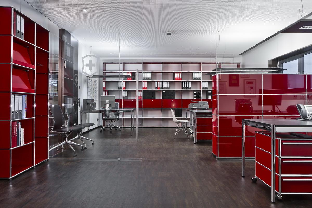 referenz victorinox mit hochwertigen b roeinrichtungen von usm und vitra. Black Bedroom Furniture Sets. Home Design Ideas