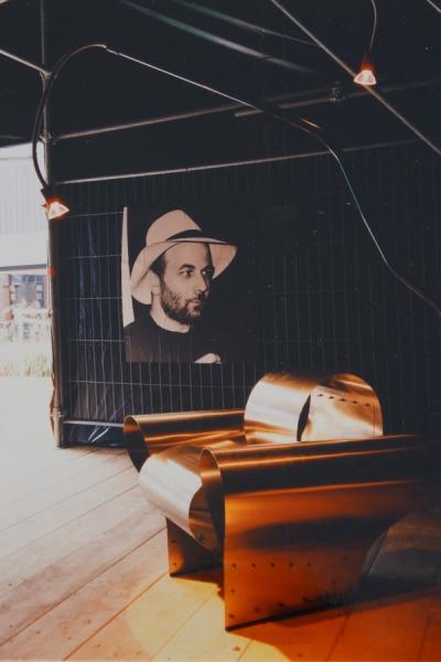 ron arads weiche wellen r ckblick auf eine ausstellung bei seipp wohnen 1991 92. Black Bedroom Furniture Sets. Home Design Ideas