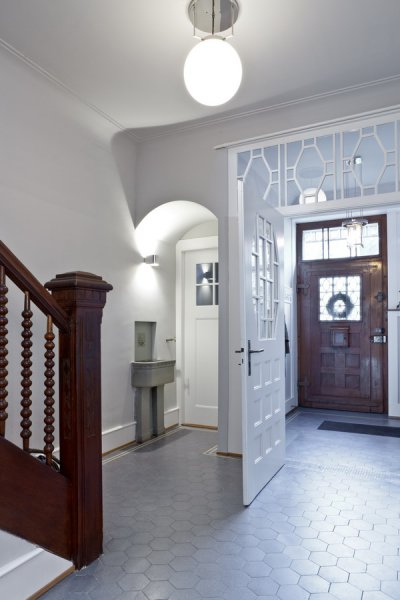 der charme der alten mauern. Black Bedroom Furniture Sets. Home Design Ideas