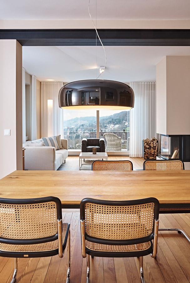 Komplett-Einrichtung mit Poggenpohl Küche und hellen Möbeln