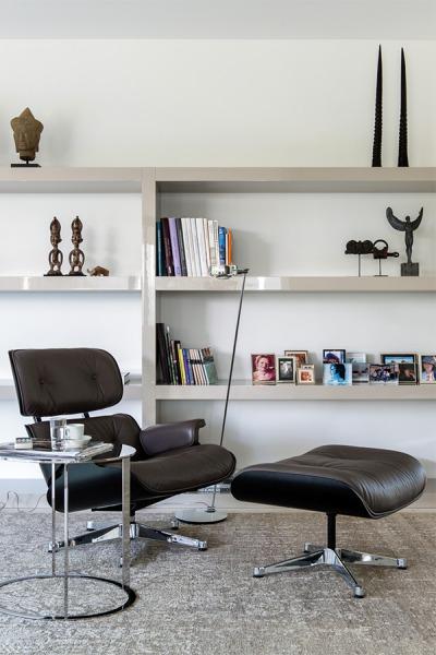 kundenreferenz moderner neubau klare architektur mit designklassikern. Black Bedroom Furniture Sets. Home Design Ideas