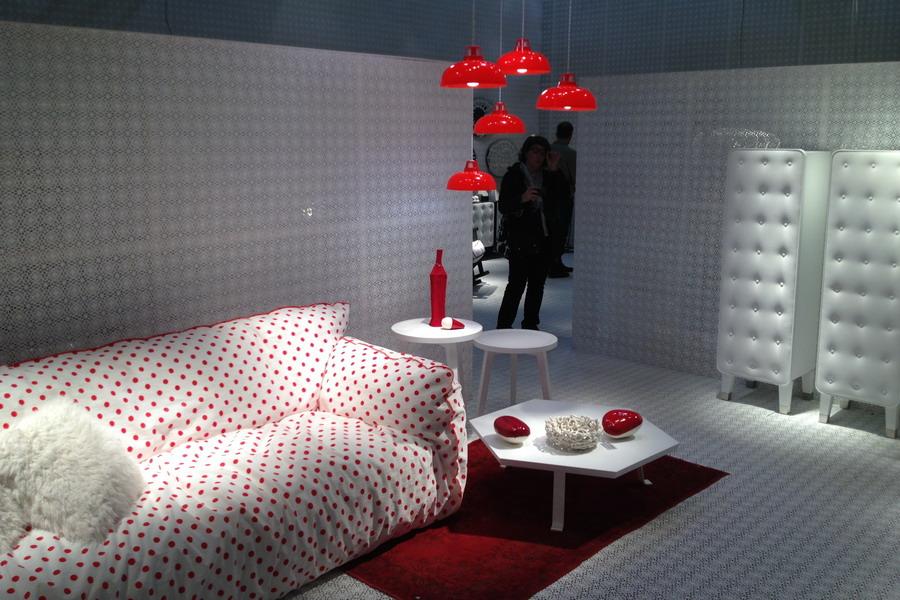 Moderne Möbel Im Wohnzimmer  Design Sofa Und Armsessel. Salone Del Mobile    Impressionen Von Der Mailänder Möbelmesse